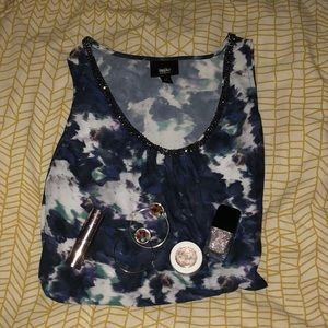 Mossimo Large Abstract Top